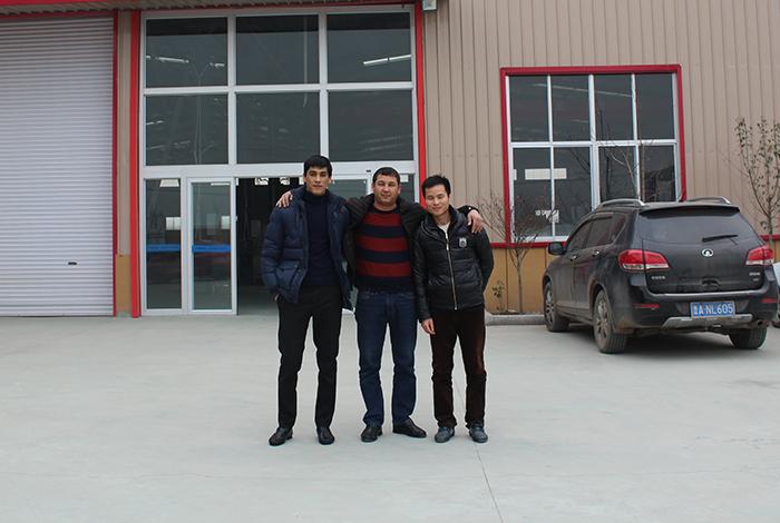 乌兹别克斯坦客户来厂订购设备